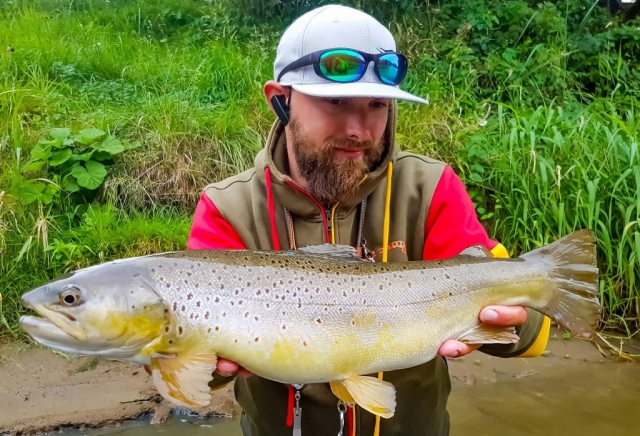 Fat fish, great fight, fly fishing adventure Europe